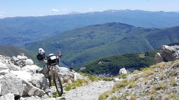 percorrere-la-via-vandelli-in-bicicletta