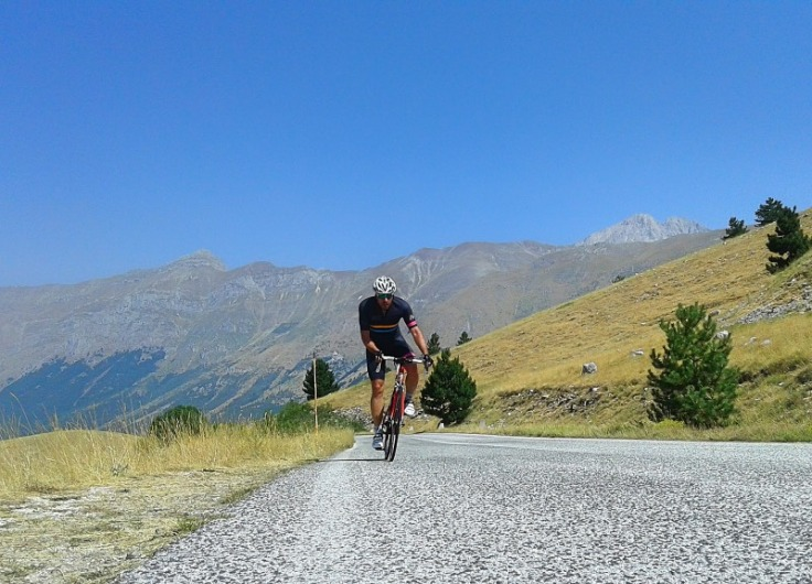 abruzzo-in-bicicletta_salita-di-campo-imperatore-in-bicicletta_gran-sasso-di-italia_parco-nazionale-del-gran-sasso-e-dei-monti-della-laga_abruzzo-in-bicicletta_campo-imperatore-da-asserg